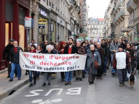 800 personnes manifestent contre l'état d'urgence - LyonMag