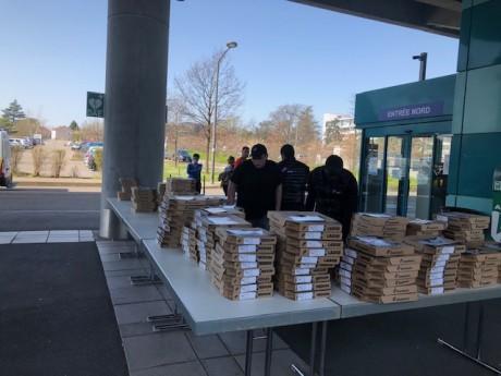 Des centaines de pizzas ont été livrées aux soignants - DR HCL