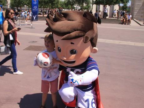 La mascotte Super Victor - LyonMag