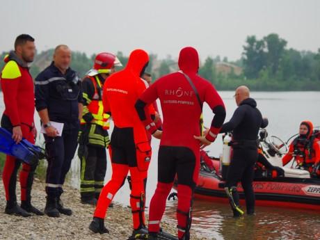Les plongeurs et leur embarcation - LyonMag