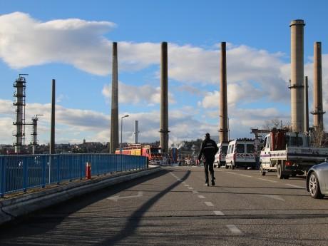 La raffinerie de Feyzin est l'un des quatres sites concernés par l'arrêté - LyonMag