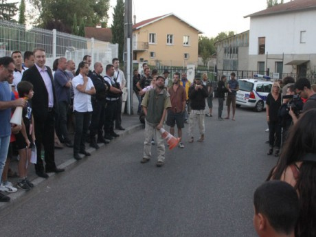 Les Zadistes, opposés aux riverains lors d'une manifestation pré-expulsion - LyonMag