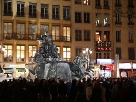 La fontaine Bartholdi restaurée le soir de son inauguration - LyonMag