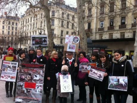 Les militants présents samedi après-midi place de la République - LyonMag.com