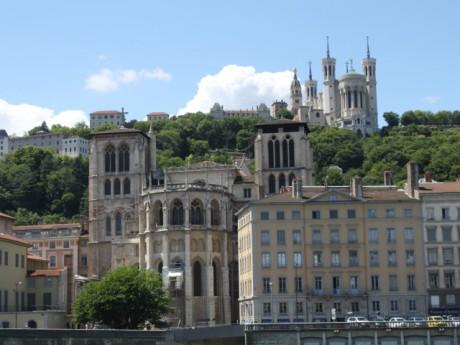 La cathédrale St Jean et la basilique de Fourvière - LyonMag.com