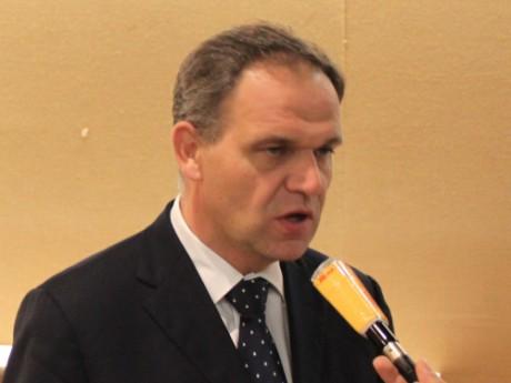 François-Noël Buffet, maire d'Oullins / DR