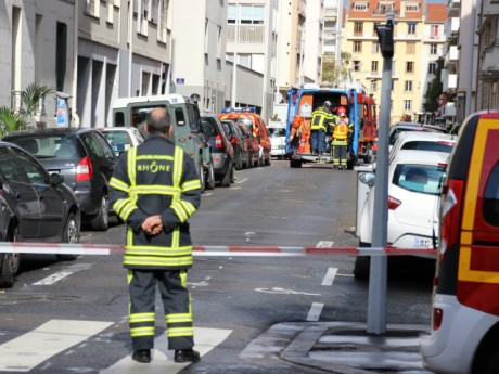 La rue Barriet est coupée à la circulation - photo Lyonmag