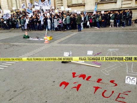 Une scène de crime reproduite ce mardi sur la place des Terreaux - LyonMag