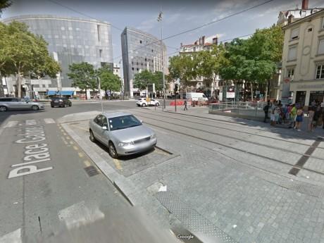 C'est sur la place Gabriel Peri que la bande agissait - DR Google Street View