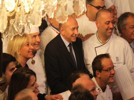 Gérard Collomb entouré de plusieurs chefs dont Paul Bocuse - LyonMag.com