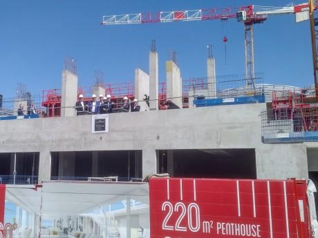 Gérard Collomb lors de la pose de la première pierre du projet immobilier Ycone à la Confluence - LyonMag