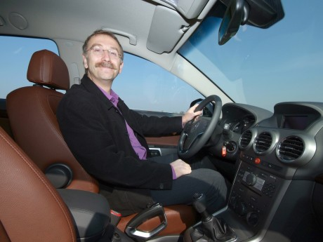 Alain Giordano lors de son test d'une Opel - Archives LyonMag