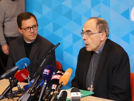 Monseigneur Gobilliard aux côtés du cardinal Barbarin - Lyonmag.com