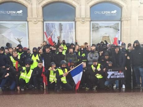 Les membres du Guignols Squad posent place Bellecour - DR FB Ouest Casual