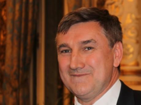 Christophe Guilloteau, président UMP du Département s'indigne contre la venue de Manuel Valls à Lyon
