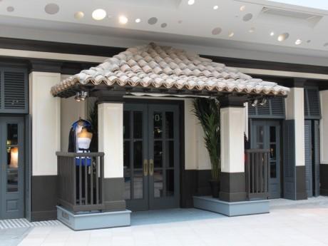 L'entrée de la boutique Hollister du centre commercial de la Confluence - LyonMag
