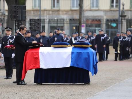Une cérémonie d'hommage avait eu lieu à la Préfecture du Rhône - Lyonmag