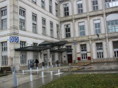 L'hôpital de la Croix-Rousse rouvre son centre de dépistage à la Covid-19 - LyonMag