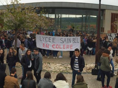 La mobilisation des lycéens de Sain-Bel lundi - DR