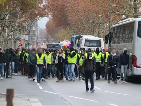 Le groupe de casseurs à Lyon - LyonMag