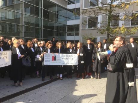 Grève des avocats devant le Palais de justice de Lyon - LyonMag