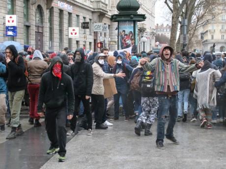 Des manifestants face aux forces de l'ordre mercredi à Lyon - LyonMag