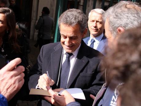 Nicolas Sarkozy devant les bureaux de Prisme dans le 6e arrondissement de Lyon - LyonMag