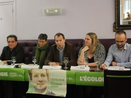 Candidats EELV à Lyon ainsi que David Cormand (au milieu), secrétaire national EELV - LyonMag