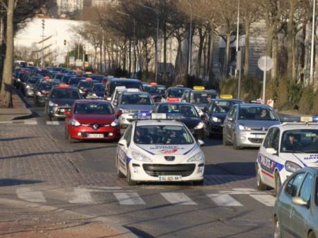 Les auto-écoles lors d'une manifestation le 9 février 2015 à Lyon - LyonMag