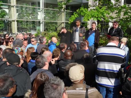 Près de 80 salariés de Cenntro Motors réunis ce jeudi matin devant le tribunal - LyonMag