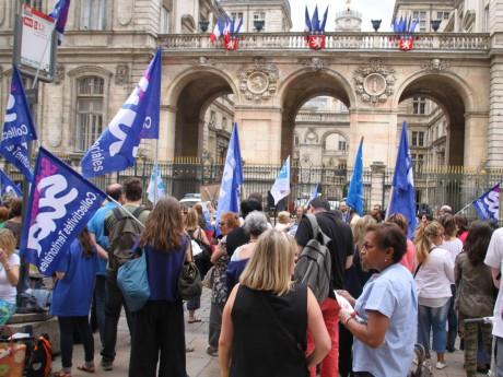 Manifestation des fonctionnaires devant l'Hôtel de Ville ce jeudi - LyonMag