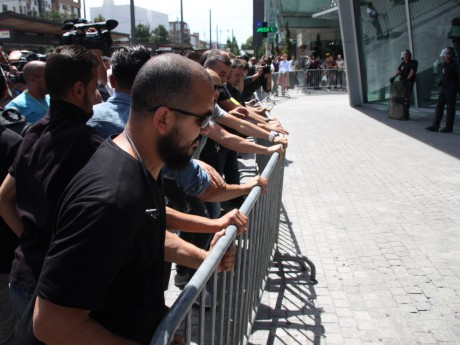 Les taxis tentent de pousser les barrières pour accéder à la tour Oxygène - LyonMag