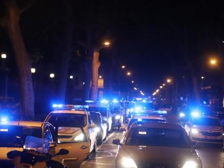 Les voitures de police devant la préfecture cette nuit - LyonMag