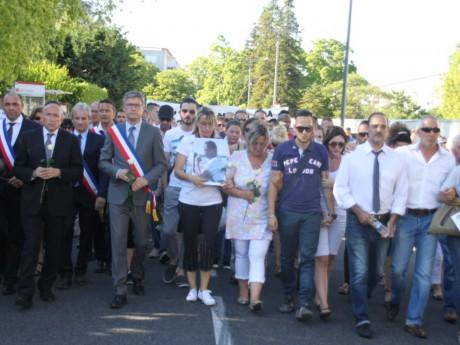 Les proches d'Hervé Cornara lors de la marche silencieuse de mardi - LyonMag