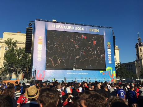 La fan zone place Bellecour - LyonMag