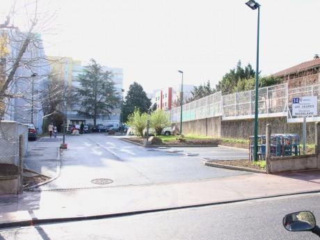 La résidence Adoma de Vénissieux où a été retrouvé le corps du frère - LyonMag
