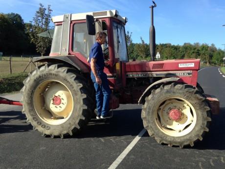 Philippe Layat sur son tracteur ce mardi - LyonMag