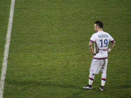 Mathieu Valbuena face à Angers - LyonMag