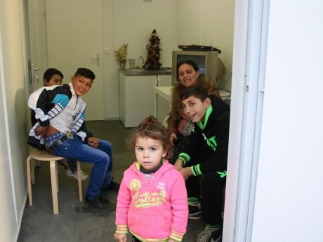 Une famille Rom installée à Saint-Genis - LyonMag