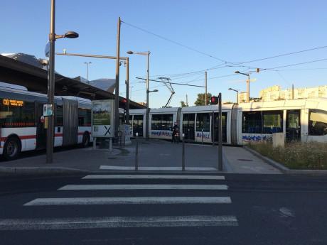Le tramway sur la route ce mardi matin - LyonMag