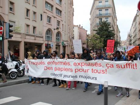 La tête du cortège pro-réfugiés ce samedi à Lyon - LyonMag