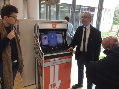 La borne d'arcade installée pour des jeux indépendants et parfois éducatifs - LyonMag