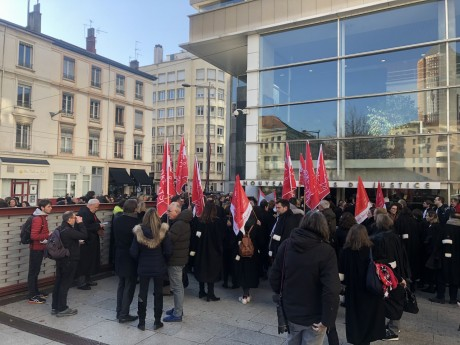 Les avocats devant le nouveau Palais de Justice - LyonMag.com