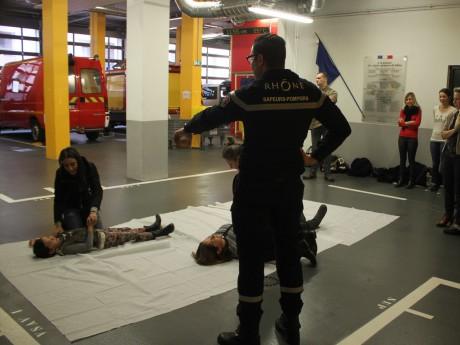 Un cours de sensibilisation aux gestes qui sauvent à Lyon - LyonMag