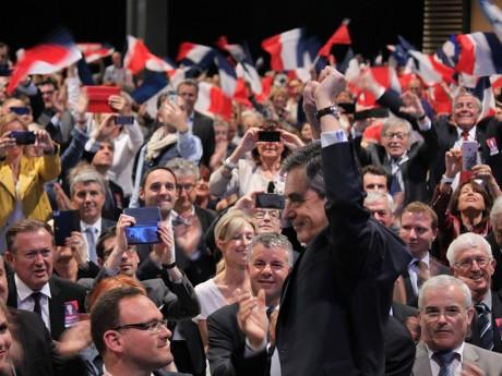 Debout sur sa chaise, François Fillon rejoue une scène de Rocky à Eurexpo - LyonMag