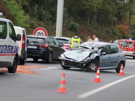L'un des véhicules accidentés ce mardi dans le sens Pusignan-Rocade Est - LyonMag
