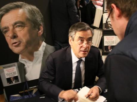 François Fillon, lors de sa dédicace à la Fnac - LyonMag