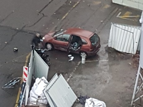 La voiture suspecte face aux démineurs lundi soir - LyonMag