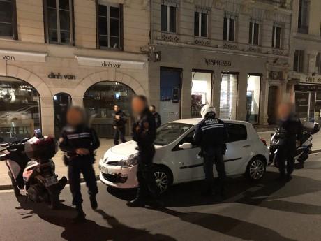Les policiers contrôlent rue du Président Edouard-Herriot - LyonMag