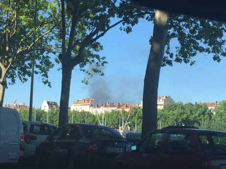 Un bus en feu à Caluire - LyonMag